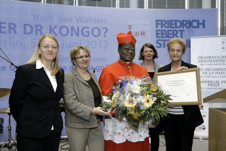 Kardinal Laurent Monsengwo Pasinya empfängt 2012 den Ökumenischen Friedenspreis für Zentralafrika